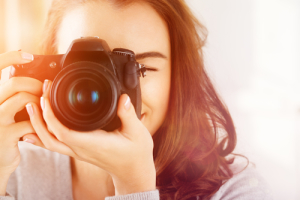"Say ""cheese!"" Then say ""Discoverable!"" Photo credit: professional photographer with dslr camera // ShutterStock"
