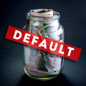 "Photo credit: ""Ukrainian five hundred banknots in the jar on black background. Default concept"" // ShutterStock"